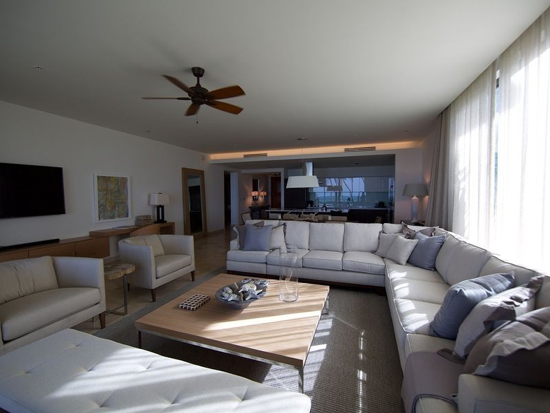 Spectacular MINT oceanfront condo at Ritz-Carlton West Beach Reserve Dorado, vacation rental in Dorado