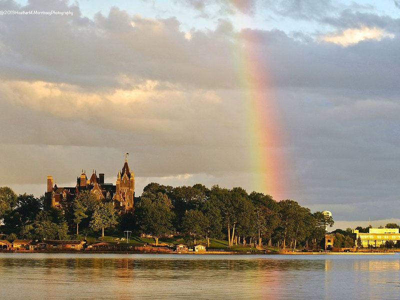 Picturesque 6 Bedroom Cottage on the Water with Stunning Views of Boldt Castle, holiday rental in Lansdowne