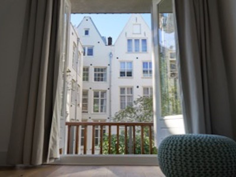 Beautiful UNESCO Canal District Apartment, holiday rental in Amsterdam