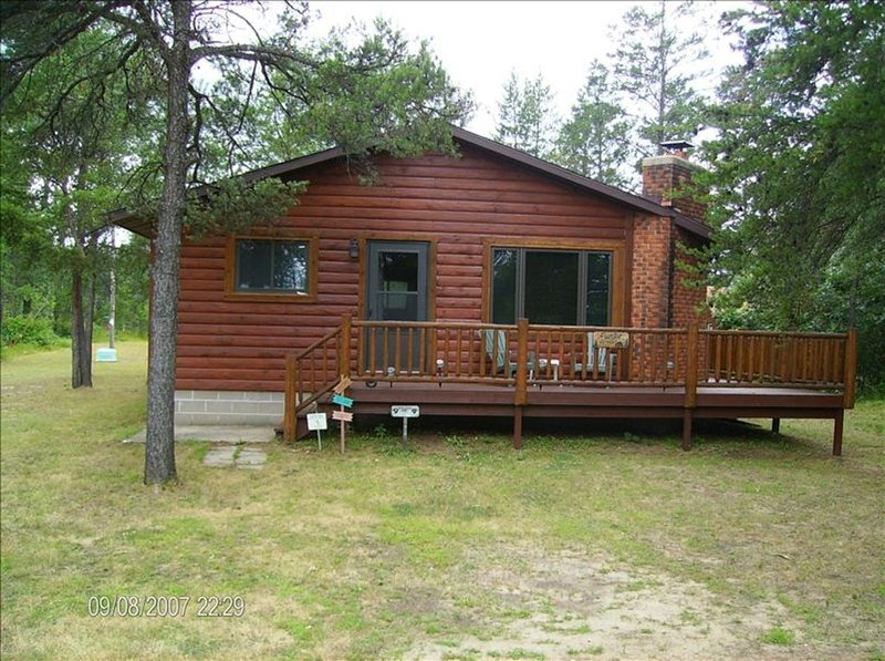 Quiet, Secluded Year Round Cabin Near Castle Rock Lake, alquiler vacacional en Dellwood