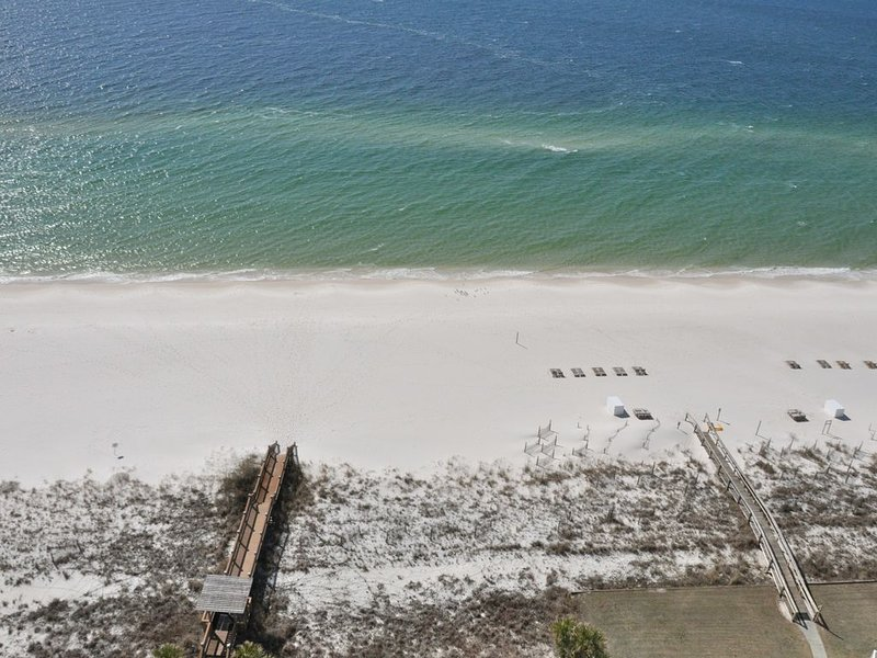 Palacio 3/2 on 17th Floor with a Million Dollar View *Beach Service Included*, location de vacances à Perdido Key