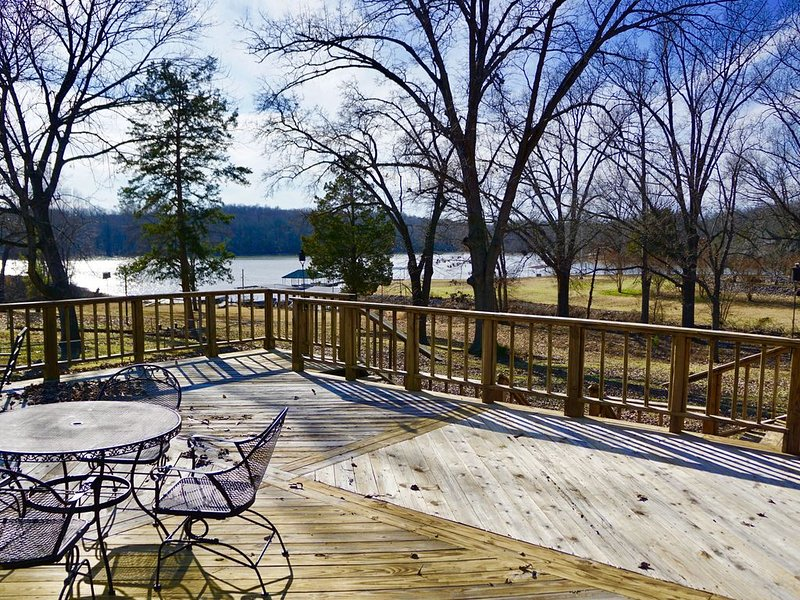 Kentucky Lake 3 Bedrooms, 2 Bath Private Home W/Private Dock., holiday rental in Calvert City