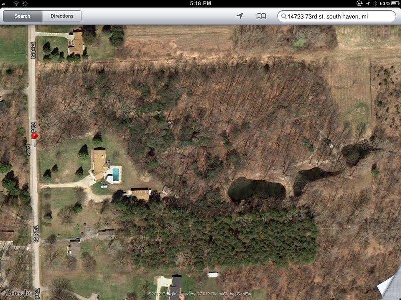 Luftbild von Angel's Acres und den drei Teichen.