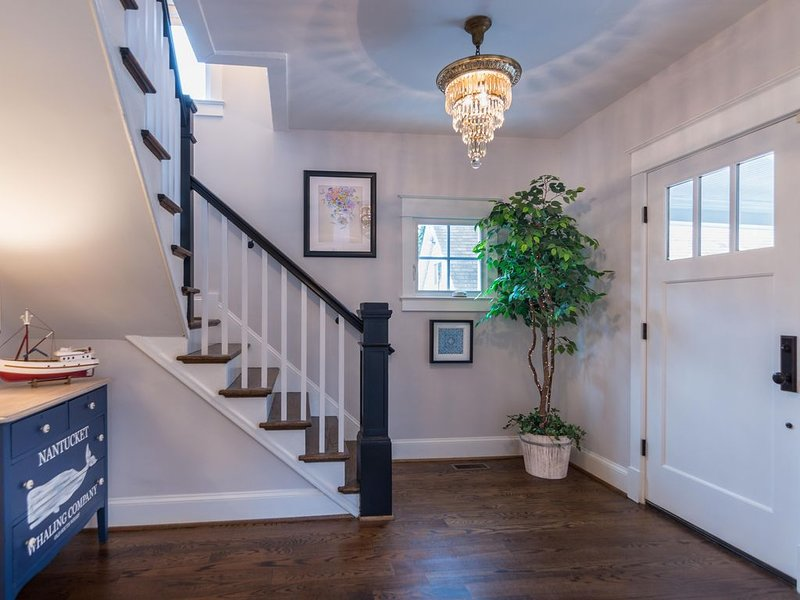 Pristine Renovation: Perfect Downtown  Location walk to the Academy or Stadium!, vacation rental in Annapolis