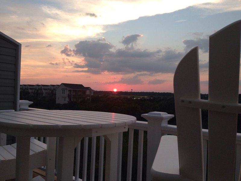 Immaculate  3 Bedroom 3 Bath Townhouse with Spectacular Views, holiday rental in Surf City