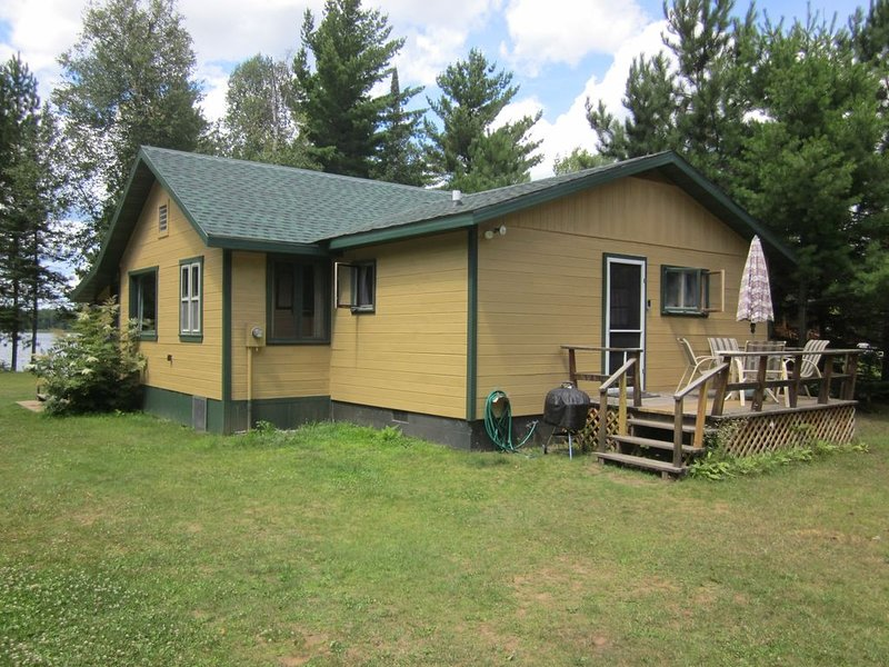 Beautiful Knotty Pine Cabin on North Nokomis Lake, vacation rental in Eagle River