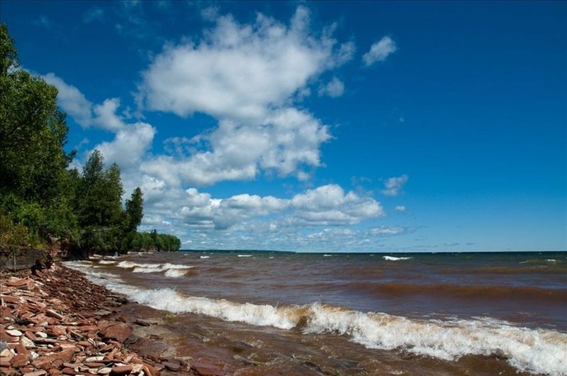 Lake Superior Cottage with Spectacular View, alquiler de vacaciones en L'Anse