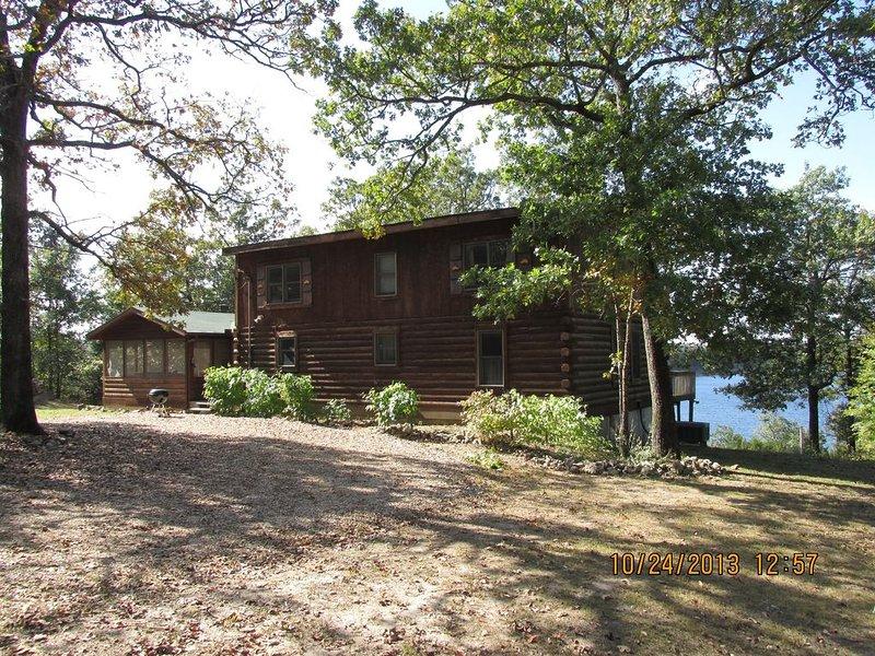 Lakeside Hideaway, Log Home On Bull Shoals Lake, holiday rental in Theodosia