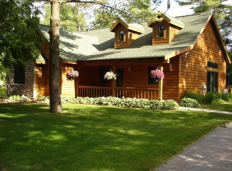 Welcome to Your 3+ Bed Fish Creek Retreat, Close to It All, casa vacanza a Fish Creek