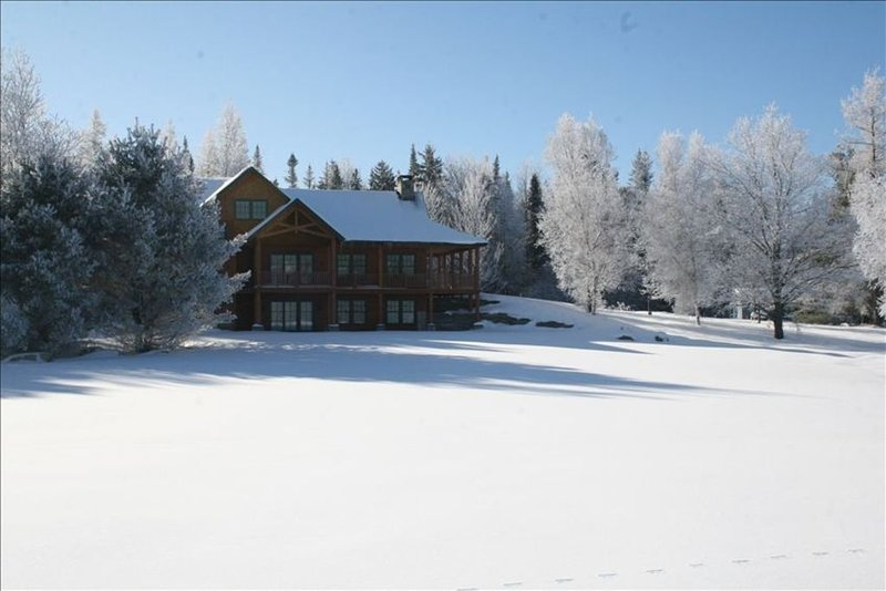 Exquisite  Ski House on Vast Trail with Hot Tub, Sauna and Huge Game Room., vacation rental in Mount Holly