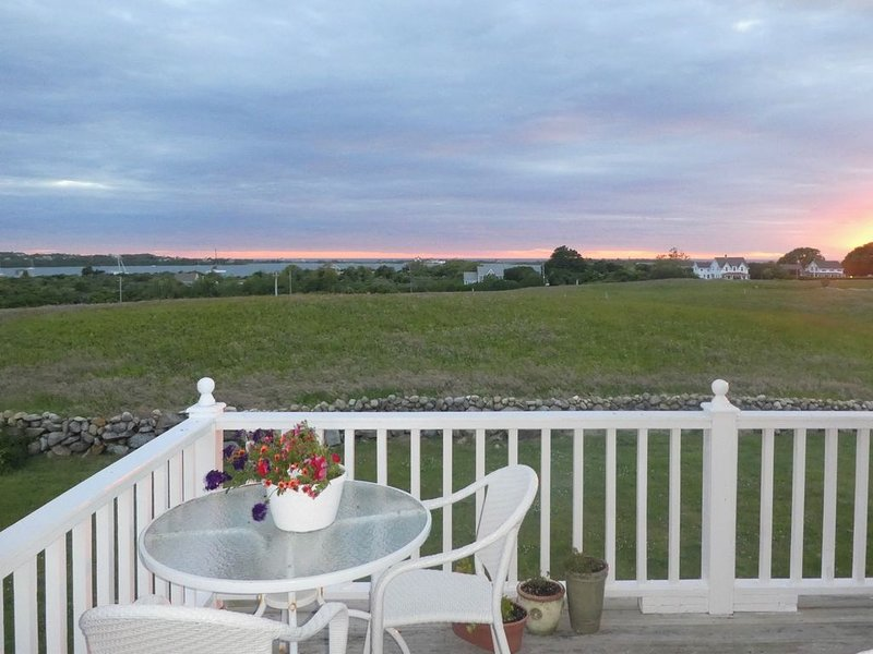 Block Island - Crescent Beach with Beautiful Sunset Views over Mitchell Farm, holiday rental in Washington County