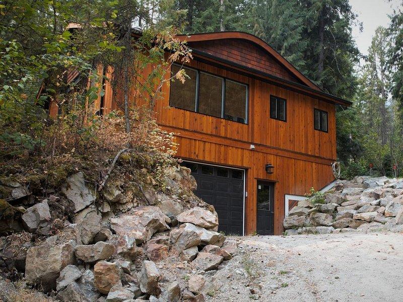 Eagle's Nest Cottage-  Adult-Exclusive Retreat Nestled above Christina Lake, vacation rental in Grand Forks
