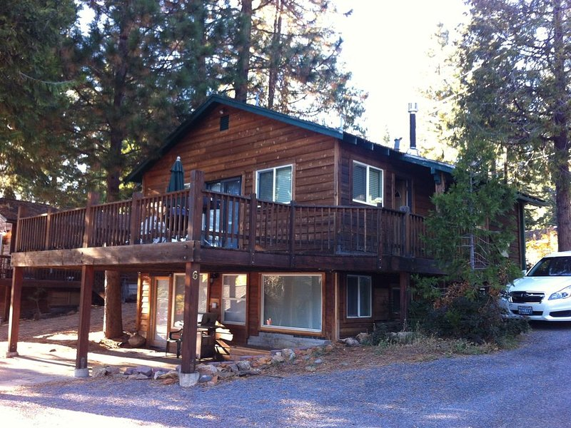 Beautiful  remodeled Lakeside Cabin w/ Boat Launch & Slip, holiday rental in Westwood