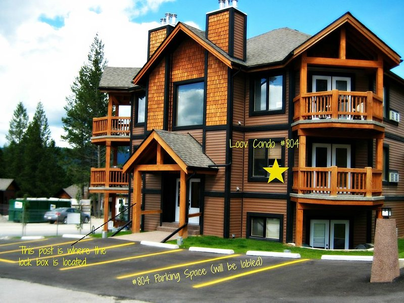 Affordable Luxury Condo in Radium Hotsprings, location de vacances à Radium Hot Springs