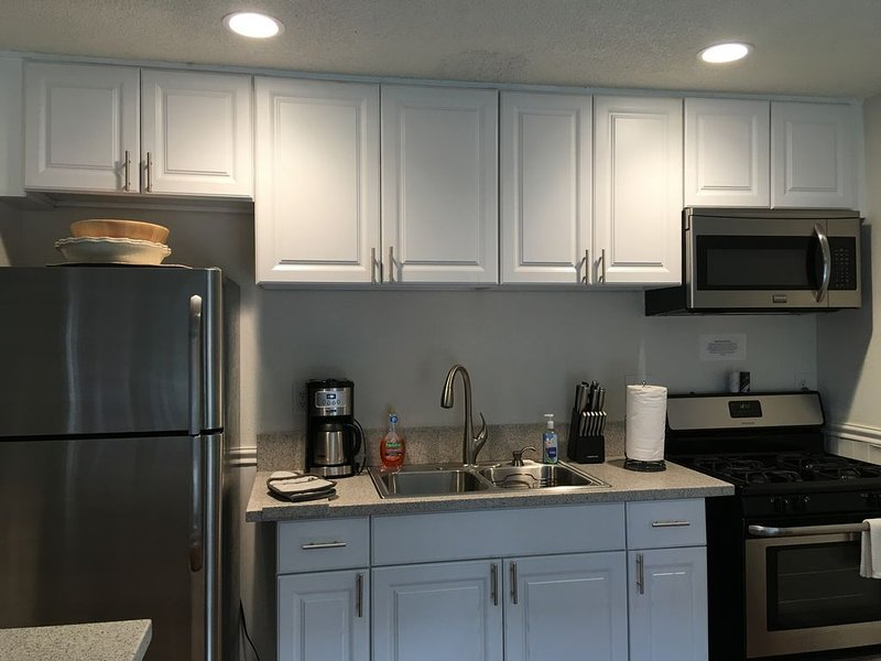 Perfect 1br/1ba, 5 minute walk to sand. Family/pet friendly w/ AC., holiday rental in Huntington Beach