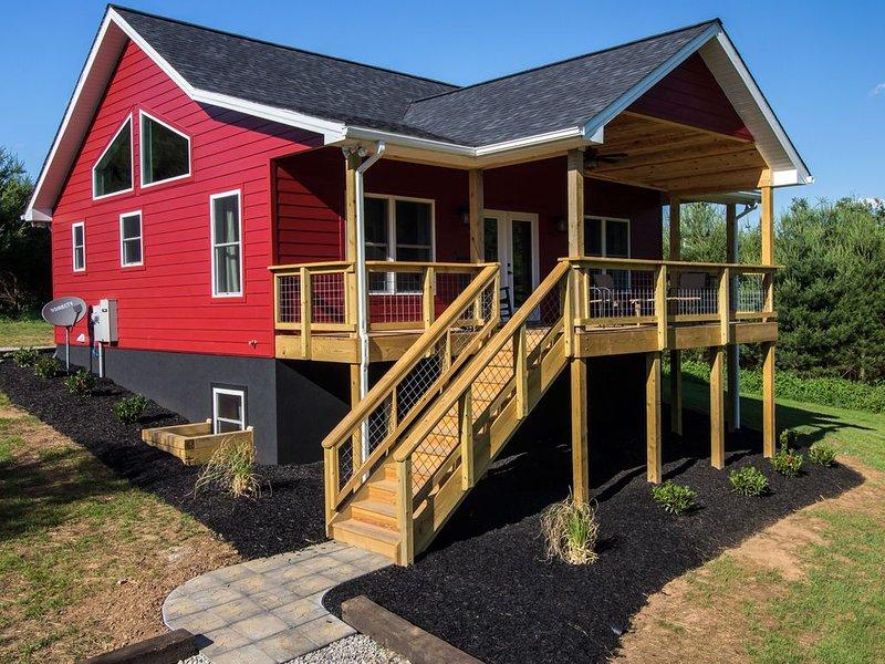Red Pine Cottage at Walker Creek Retreat, location de vacances à Radford