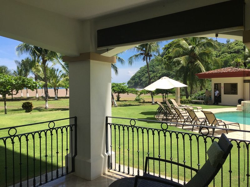 Premium Luxury 3 Bed/ 2 Bath - Walk out to the Ocean, location de vacances à Jaco