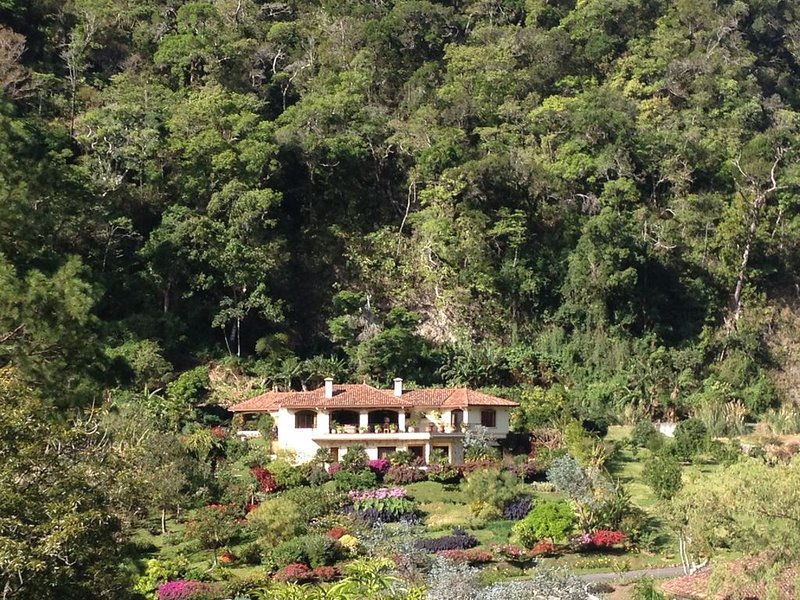 Luxury Estate Home in 5 Star Resort, aluguéis de temporada em Alto Boquete