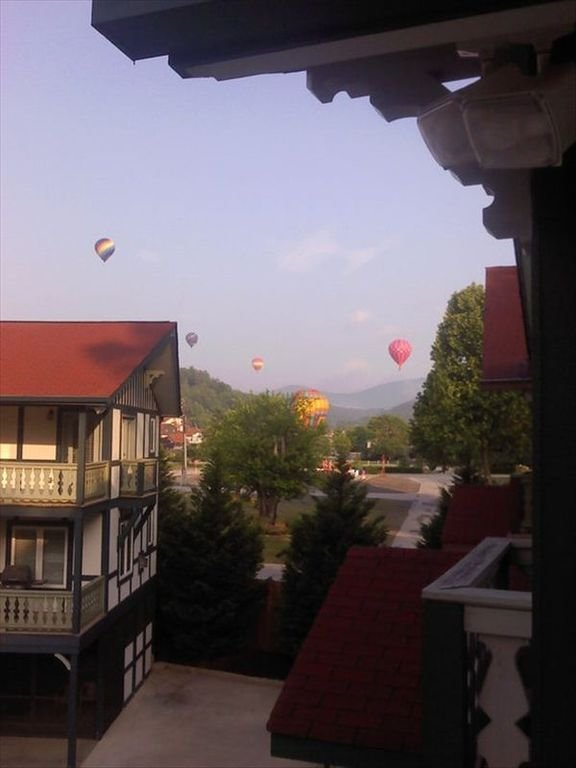 Hot air balloons over Helen.