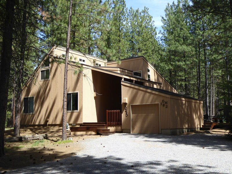 Relax at Glaze Meadow 182!, holiday rental in Black Butte Ranch