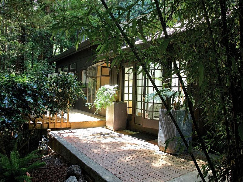 Well appointed, Private Cottage in your own Personal Park, holiday rental in Marin County