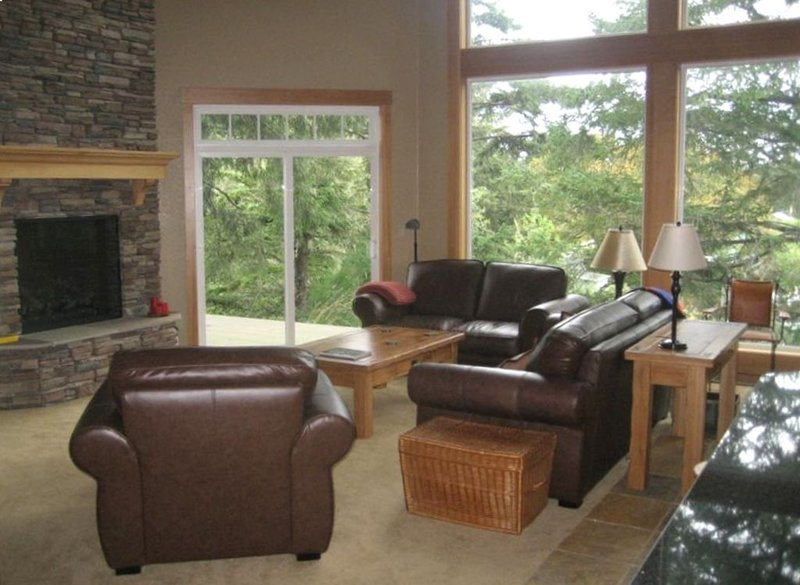 Stunning New  Lodge-Like 4500 Sq Ft. Custom Home, holiday rental in Gearhart