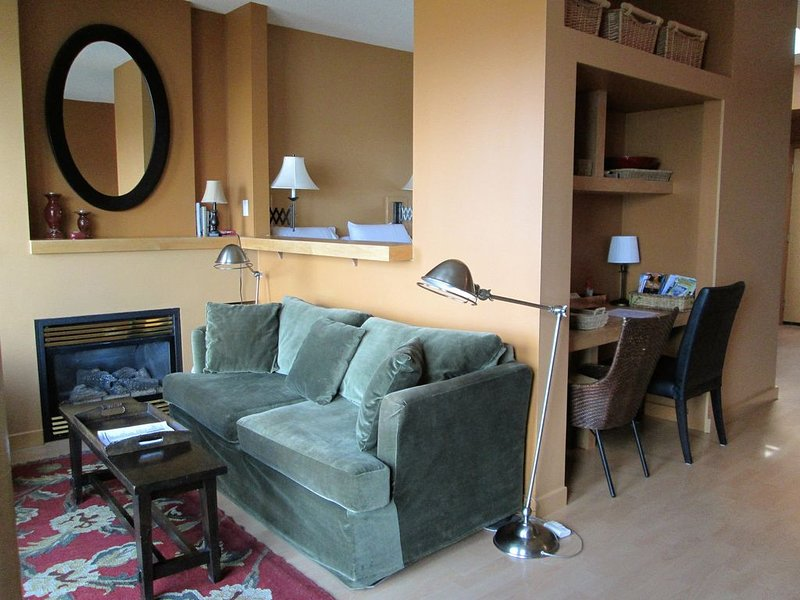 Mermaid Gold Waterfront Condo – semesterbostad i Victoria
