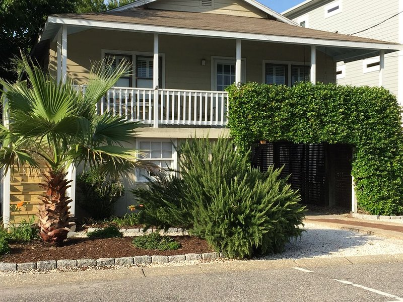 Lovely Beach Cottage, holiday rental in Wrightsville Beach