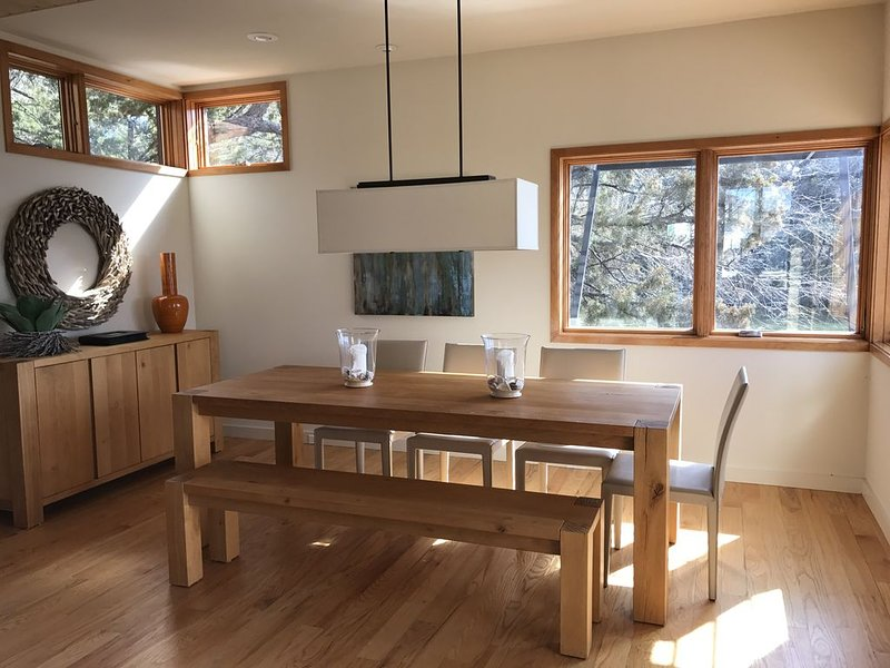 Modern Lake House Retreat, holiday rental in South Bend