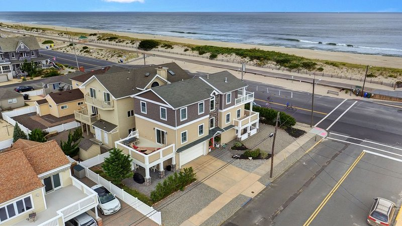 Ocean Front Beach Home ~ New Construction, alquiler de vacaciones en Seaside Park