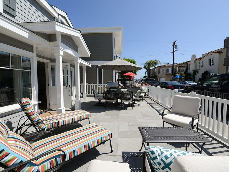 Renovated Balboa Island 4 houses to Bay and close to Main. SUPS, Bikes & Kayaks!, aluguéis de temporada em Newport Beach