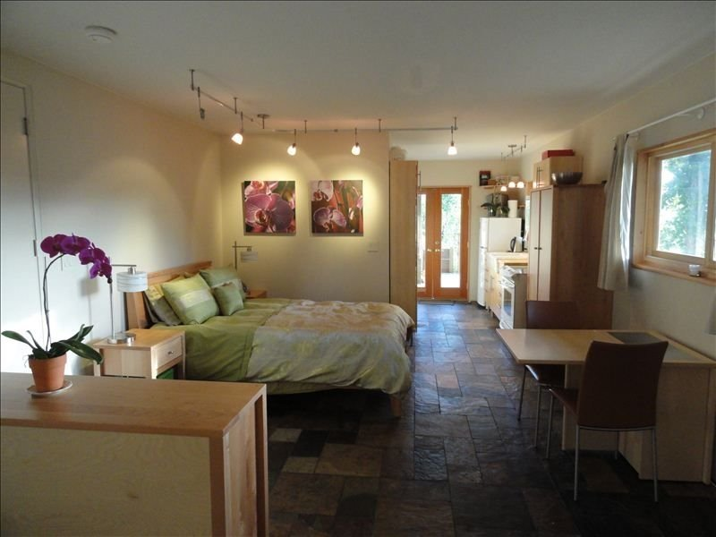 Wine Country Studio in Central Petaluma. View. Use of Pool., vacation rental in Novato
