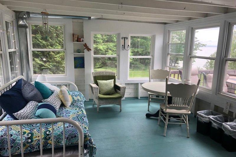 Madeline Island cottage within steps of Lake Superior, alquiler de vacaciones en La Pointe