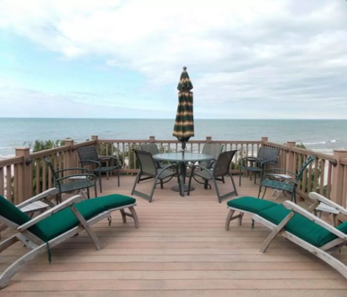 Stunning Three Story Beach Estate on Lake Ontario., vacation rental in Rochester
