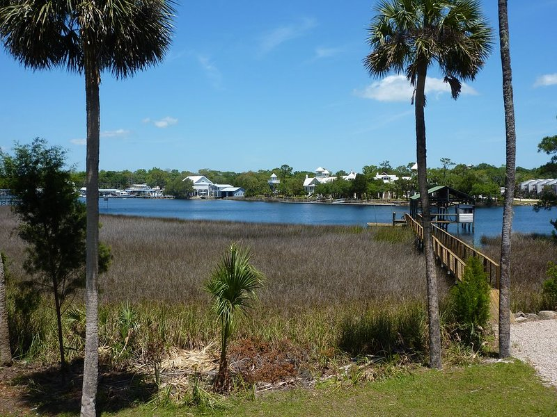 3rd NIGHT FREE!!  'Playin' Hooky' - Riverfront - Private Dock; 3/3 - Sleeps 12, holiday rental in Steinhatchee