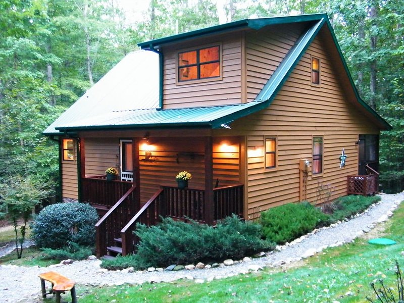 CRICKET CREEK CABIN - Secluded 4.7 Ac of Mountain Forest  Get Away - Joins USFS, location de vacances à Blairsville
