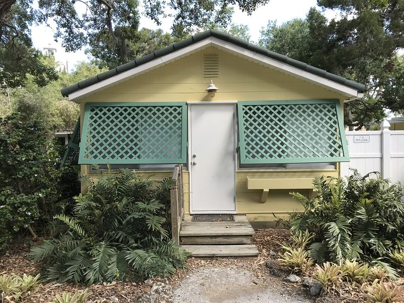 Siesta Key Old Florida Cottage, Great Location at a Great Price, vacation rental in Siesta Key