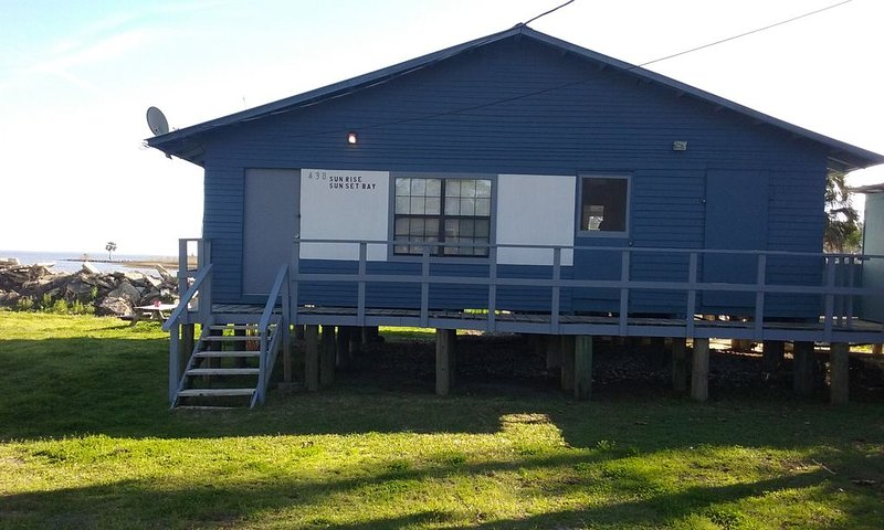 Sunrise Sunset Bay- Bay Front Apartment with Dock, holiday rental in Apalachicola