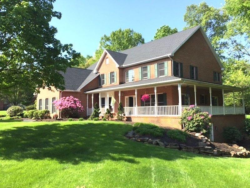 Beautiful 4 bedroom Estate Home on The Yellow Breeches , sleeps10, Near Hershey – semesterbostad i Camp Hill