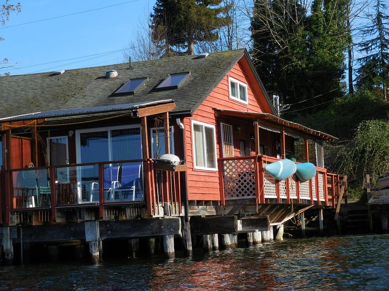 VERY RARE WATERFRONT FIND!!, holiday rental in Port Orchard