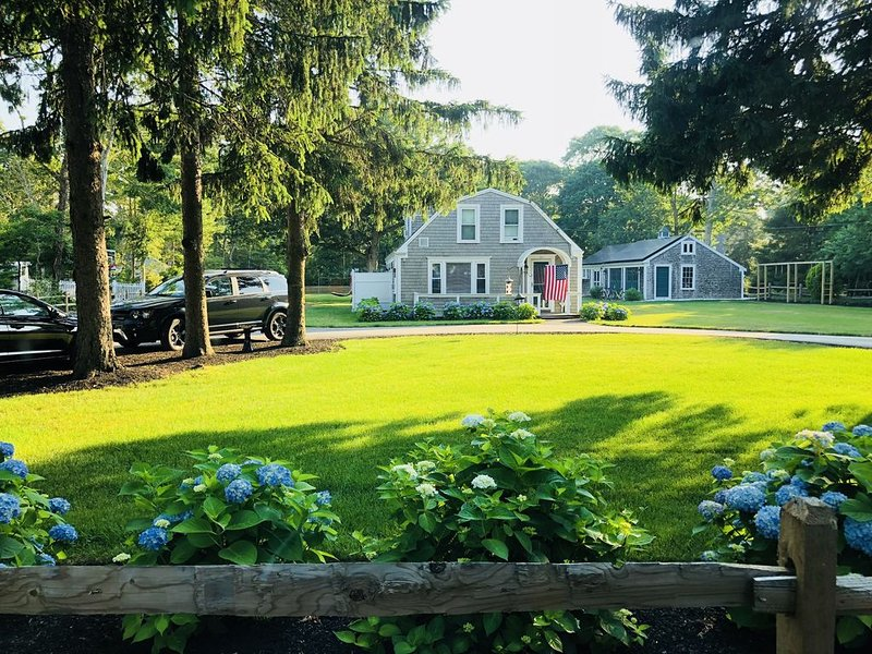Huge Family Compound Near Beach With Hot Tub, Basketball Court, And Soccer Goal, holiday rental in Yarmouth