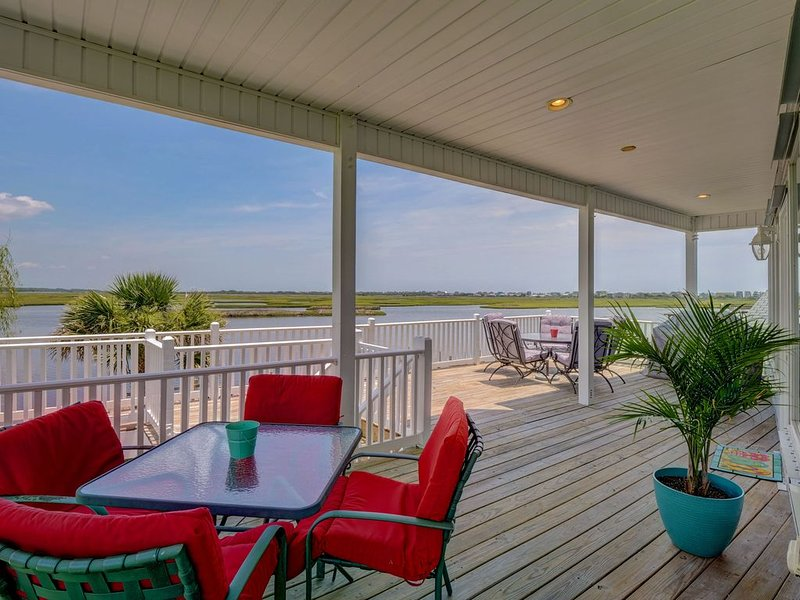 Vacation Paradise! Awesome Waterfront Home, Unbelievable View Of Stump Sound!, holiday rental in Surf City