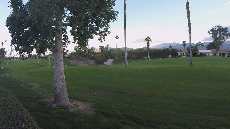 Luxurious, modern condo with magnificent south-facing fairway and mountain views, holiday rental in Rancho Mirage