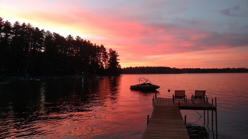 Beautiful Cottage on Prime Location On Sebago Lake!, alquiler de vacaciones en Casco