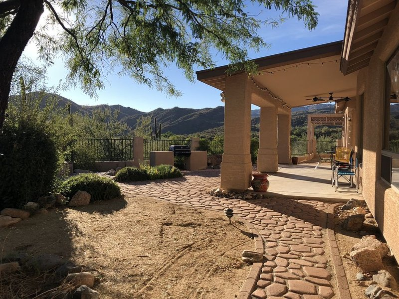 Tranquil Black Canyon desert mountain retreat in charming western town, casa vacanza a Crown King