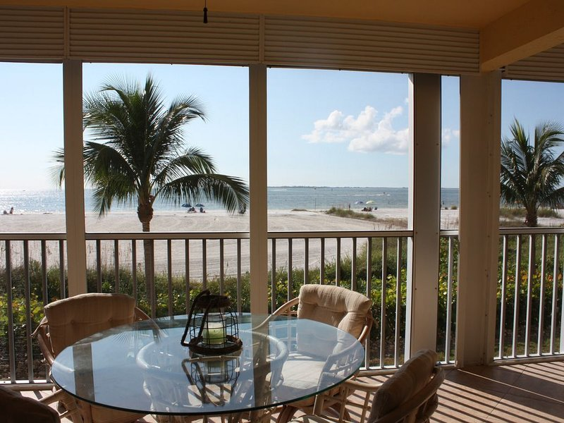 Beautiful beach/ocean front north-end condo renovated and new to the market, vacation rental in Fort Myers Beach