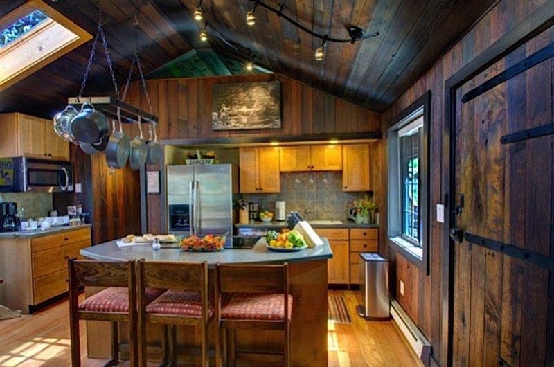 15 Acre Private Luxury Estate, Close to Everything,  Enjoy 'Aspen Cabins' Views', location de vacances à Estes Park