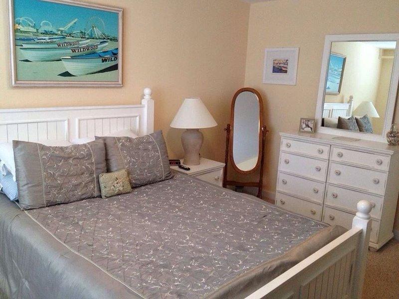Beautiful 2 bedroom, 2 bathroom Ocean View Condo Unit, holiday rental in Wildwood Crest