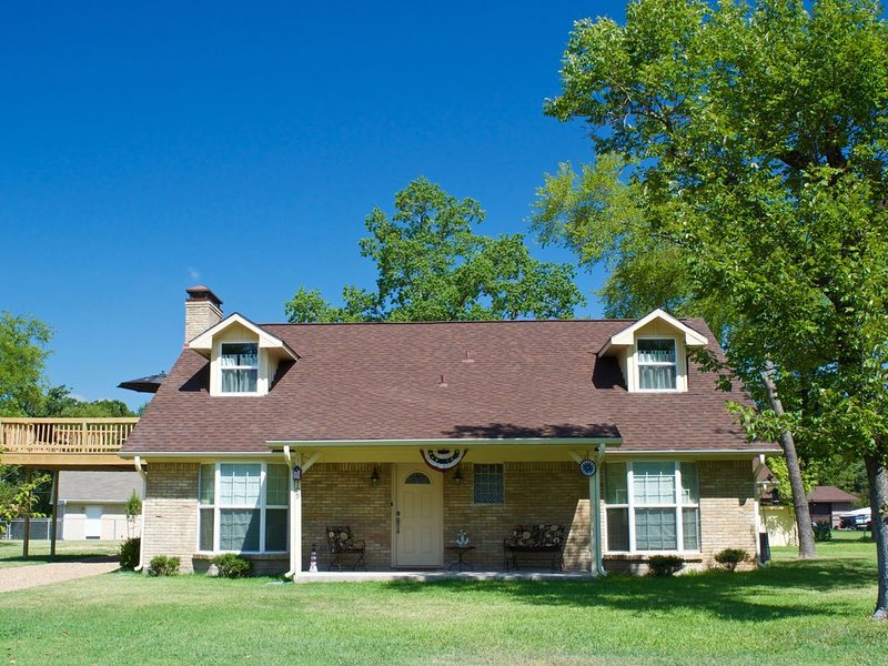 Getaway to Relax, Enjoy & Play! Come vacation with us!, holiday rental in Eustace