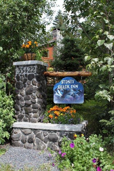 Por favor, regístrese en Stoney Creek Inn en la propiedad contigua.